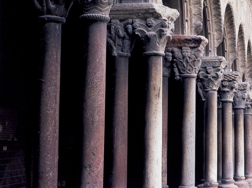 Columnas del claustro del monasterio de Santa Maria de Ripoll.  (Imagen M.A.S.)