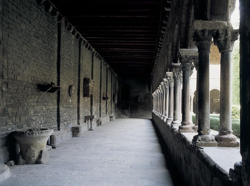 Ala del claustro del monasterio de Santa Maria de Ripoll.  (Imagen M.A.S.)