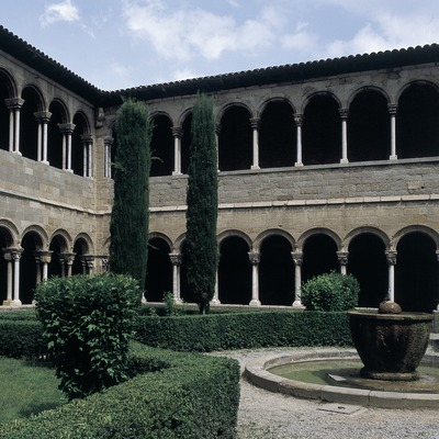 Courtyard of the cloister of Santa Maria de Ripoll monastery.