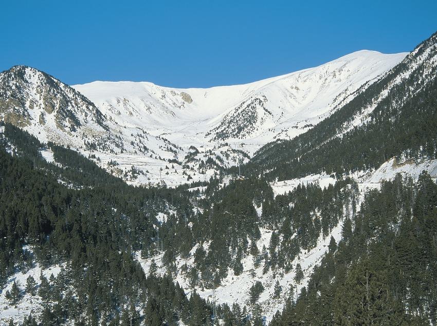 Paisatge pirinenc prop de Vallter 2000 i el cim del Costabona  (Servicios Editoriales Georama)