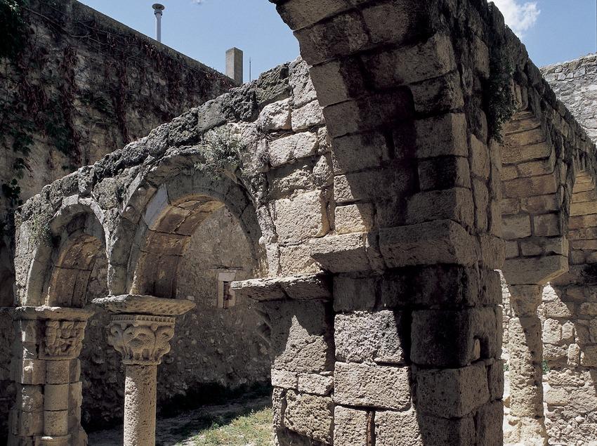Claustro del monasterio de Sant Sebastià dels Gorgs  (Imagen M.A.S.)