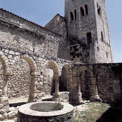 Campanar llombard (segle XI). Monestir de Sant Sebastià dels Gorgs.  (Imagen M.A.S.)