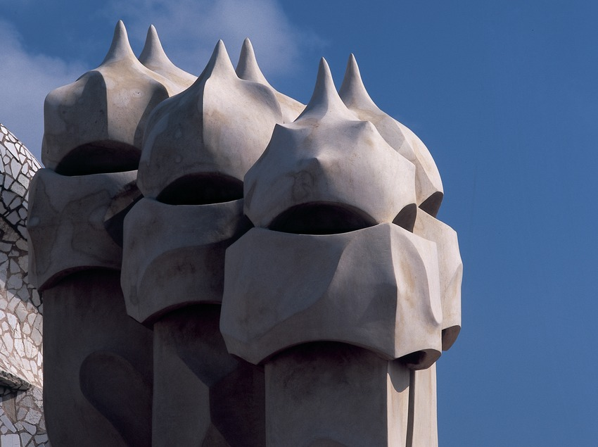 Detalle de las chimeneas de la azotea de la Casa Milà, La Pedrera. (Imagen M.A.S.)