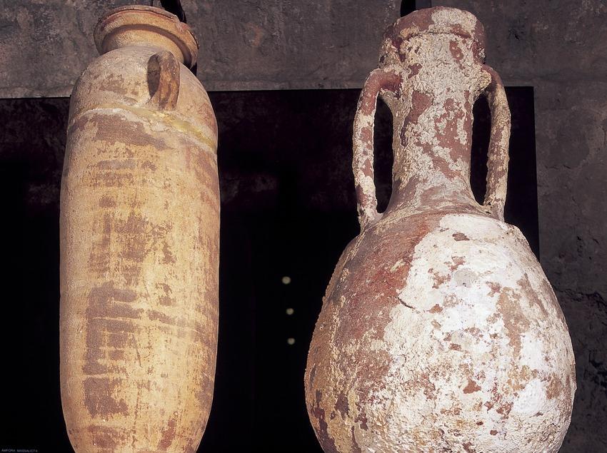 Ánfora y ánfora Lamboglia (siglo I a.C.). Museo de Arqueología de Catalunya-Girona.  (Imagen M.A.S.)