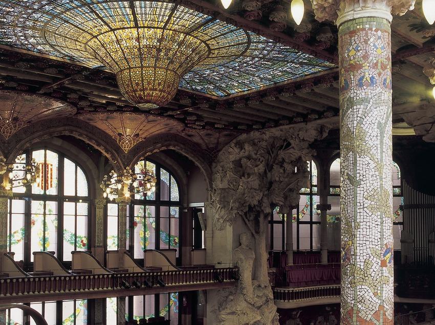 Vista lateral del interior del Palau de la Música Catalana de Domènech i Montaner.
