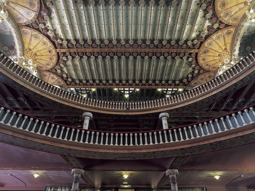 View of the back of the interior of the Palau de la Música Catalana (Catalan Palace of Music) by Domènech i Montaner.  (Imagen M.A.S.)