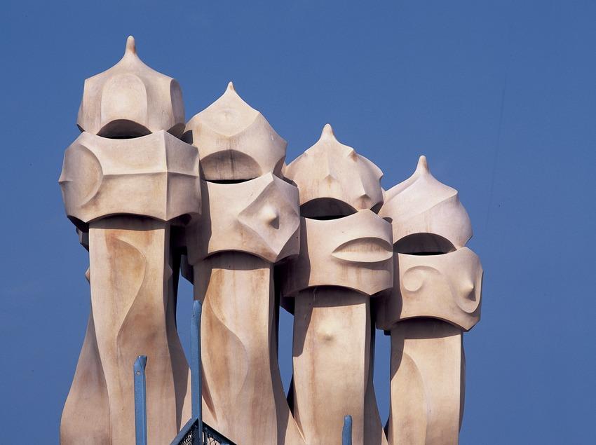 Chimeneas de la azotea de la Casa Milà, La Pedrera. (Imagen M.A.S.)