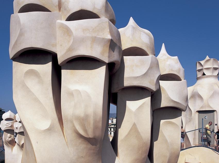 Detall de les xemeneies del terrat de la Casa Milà, La Pedrera. (Imagen M.A.S.)