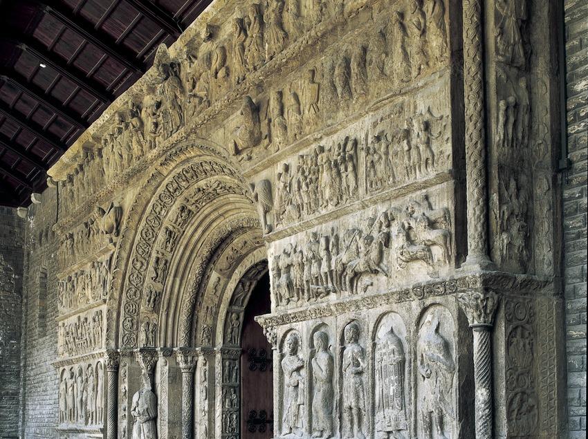 Portalada (siglo XII) de la iglesia del monasterio de Santa Maria de Ripoll.