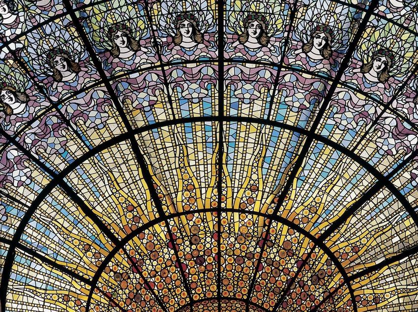 Detall de la vidriera zenital, obra de Rigalt i Granell, del Palau de la Música Catalana de Domènech i Montaner.  (Imagen M.A.S.)