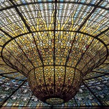 Detail of the stained glass roof, work by Rigalt i Granell, in the Palau de la Música Catalana (Catalan Palace of Music) by Domènech i Montaner.  (Imagen M.A.S.)