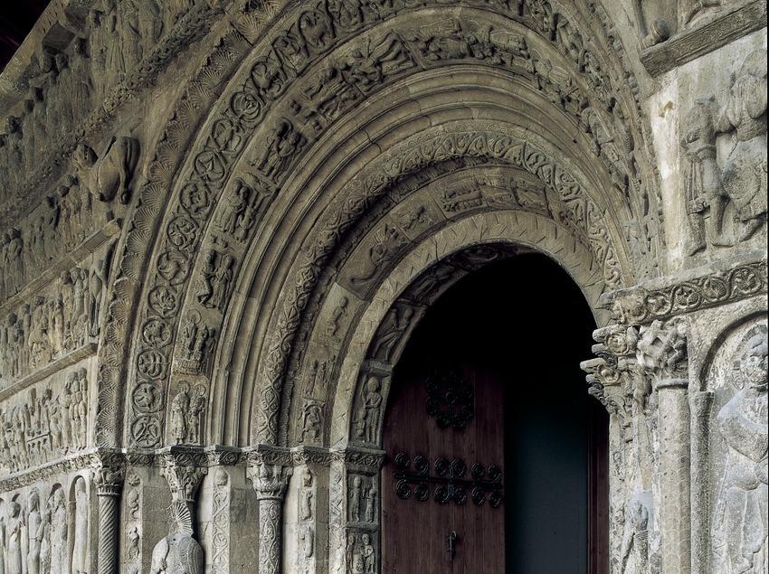 Portalada (segle XII) de l'església del Monestir de Santa Maria de Ripoll.  (Imagen M.A.S.)