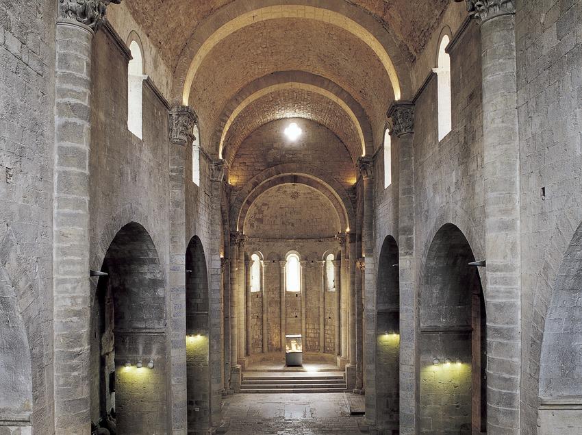 Nau central de l'església del monestir de Sant Pere de Galligants.  (Imagen M.A.S.)