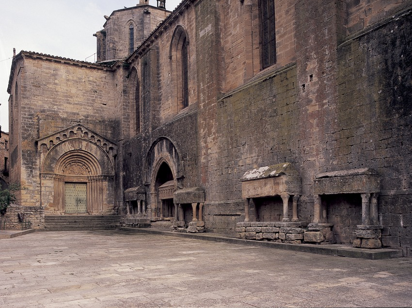 Entrada al Reial Monestir de Santa Maria de Vallbona.  (Imagen M.A.S.)