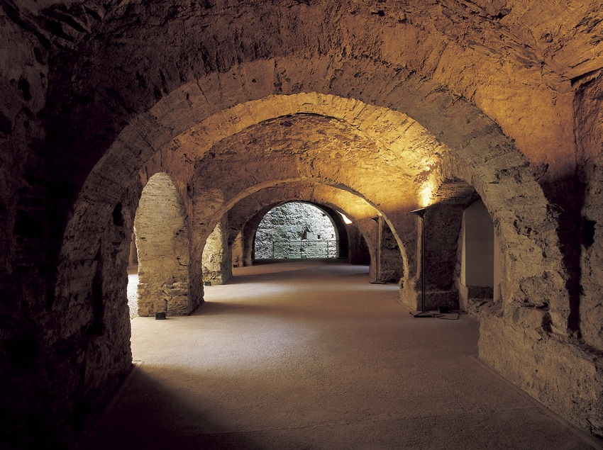 Lower cloister of Sant Pere de Rodes monastery.  (Imagen M.A.S.)