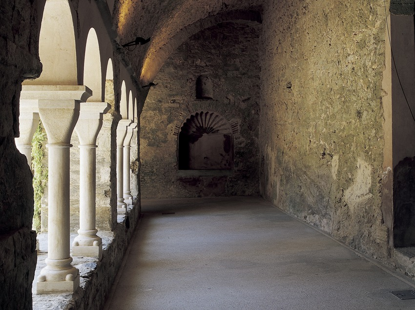Wing of the cloister of Sant Pere de Rodes monastery.  (Imagen M.A.S.)