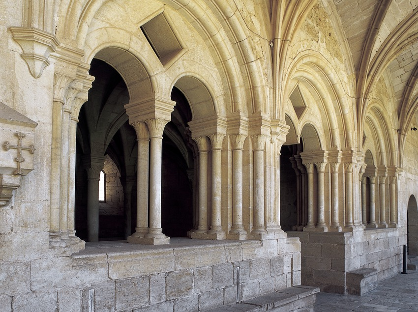 Arco de acceso a la sala capitular del Real Monasterio de Santes Creus.  (Imagen M.A.S.)
