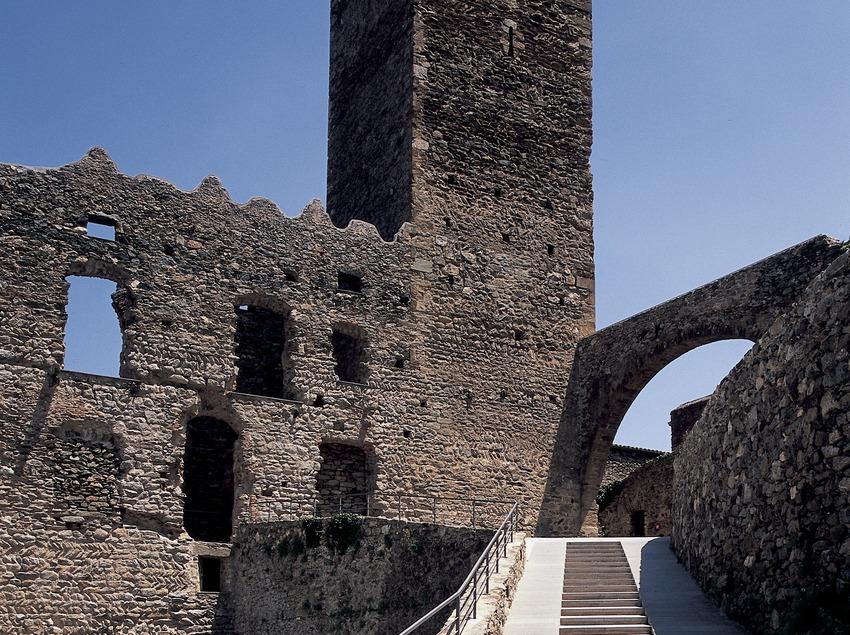 Torre de defensa del monestir de Sant Pere de Rodes  (Imagen M.A.S.)