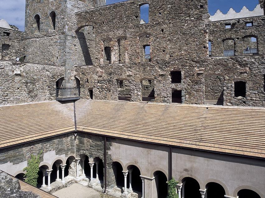 Claustre i campanar del monestir de Sant Pere de Rodes  (Imagen M.A.S.)