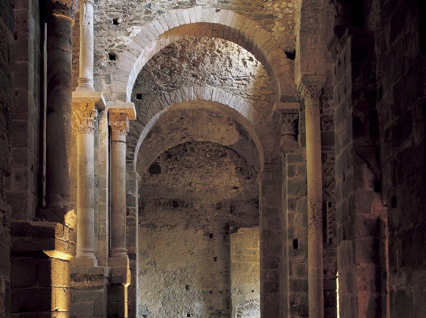 Nau central del monestir de Sant Pere de Rodes  (Imagen M.A.S.)