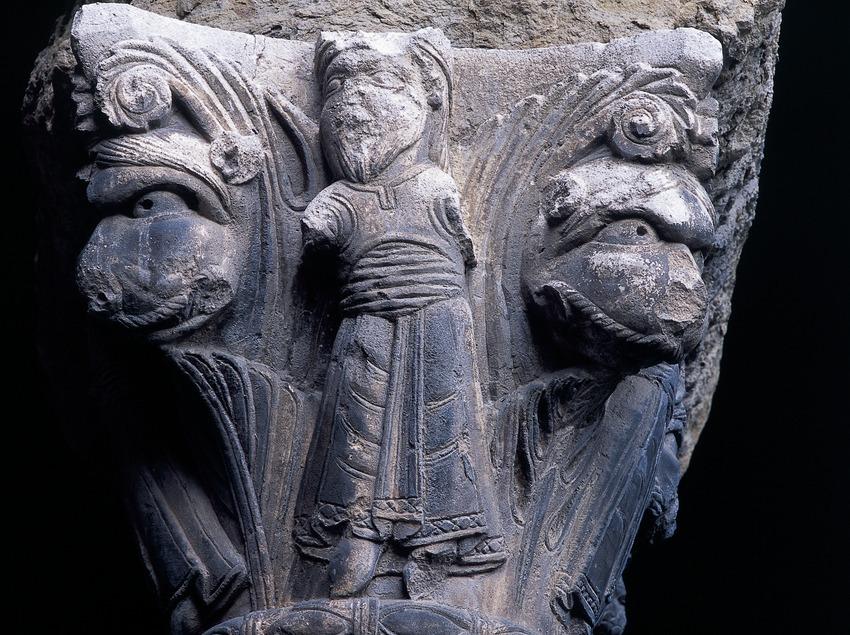 Capitell (segle XII) del claustre del Monestir de Santa Maria de Ripoll.  (Imagen M.A.S.)