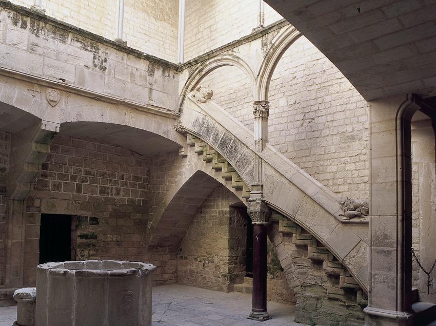 Patio del Palacio Real del Real Monasterio de Santes Creus.  (Imagen M.A.S.)
