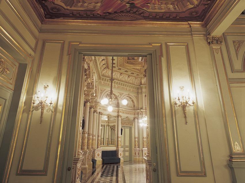 Porta d'accés al saló del miralls. Gran Teatre del Liceu.  (Imagen M.A.S.)