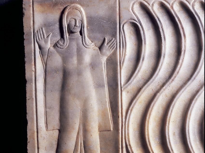Relleu d'una tomba (segle III d.C.) procedent de la necròpolis paleocristiana. Museu Nacional Arqueològic de Tarragona.  (Imagen M.A.S.)