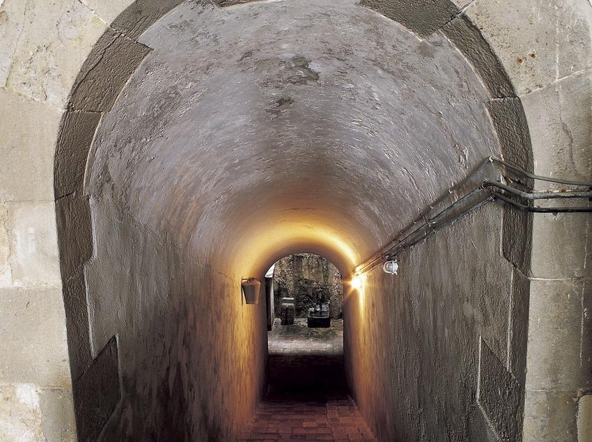 Passadís amb volta de canó del Monestir de Pedralbes. (Imagen M.A.S.)