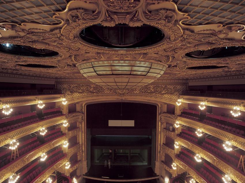 Techo y escenario del Gran Teatre del Liceu.  (Imagen M.A.S.)