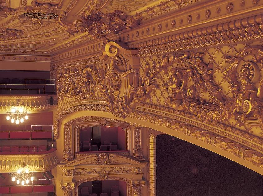 Vista lateral de l'escenari del Gran Teatre del Liceu.  (Imagen M.A.S.)