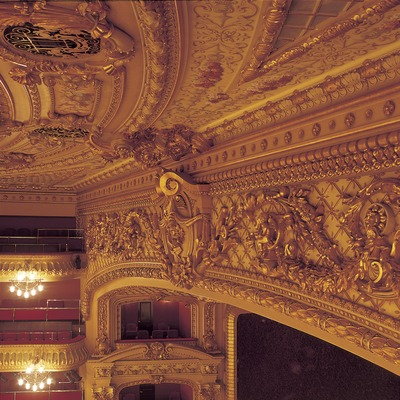 Side angle of the stage of the Gran Teatre del Liceu opera house.  (Imagen M.A.S.)