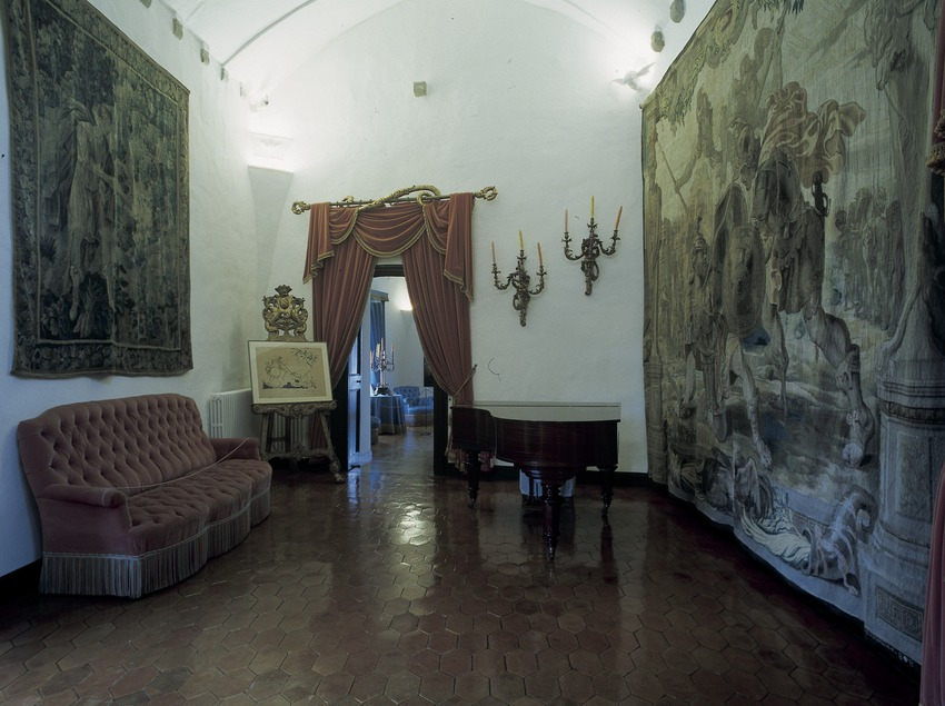 Piano room in the House-Museum Gala Dalí Castle in Púbol  (Imagen M.A.S.)