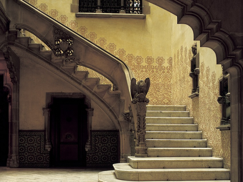 Staircase in the entrance hall of Casa Amatller.  (Imagen M.A.S.)