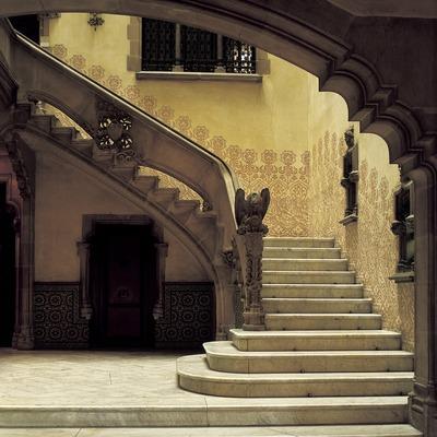 Escalera del vestíbulo de la Casa Amatller.  (Imagen M.A.S.)