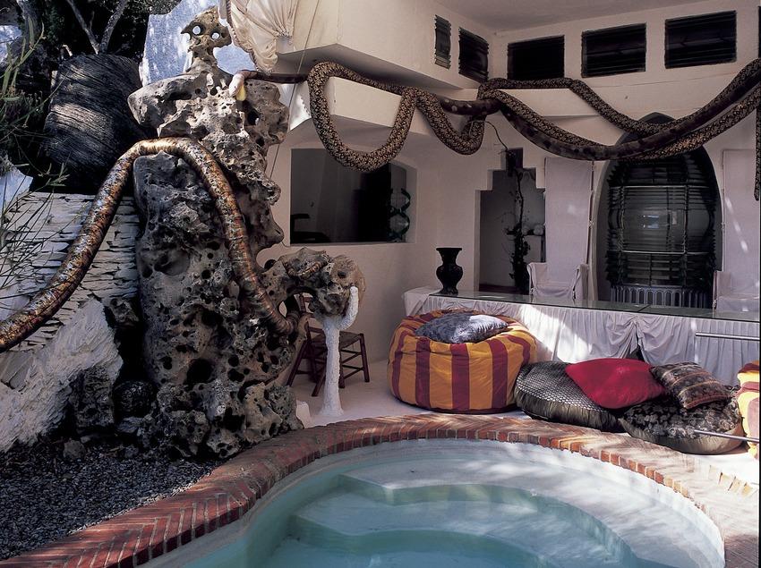 Piscina al jardí de la Casa-Museu Salvador Dalí de Portlligat