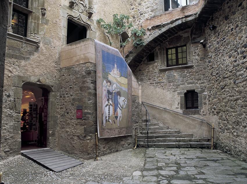 Patio of the House-Museum Gala Dalí Castle in Púbol  (Imagen M.A.S.)