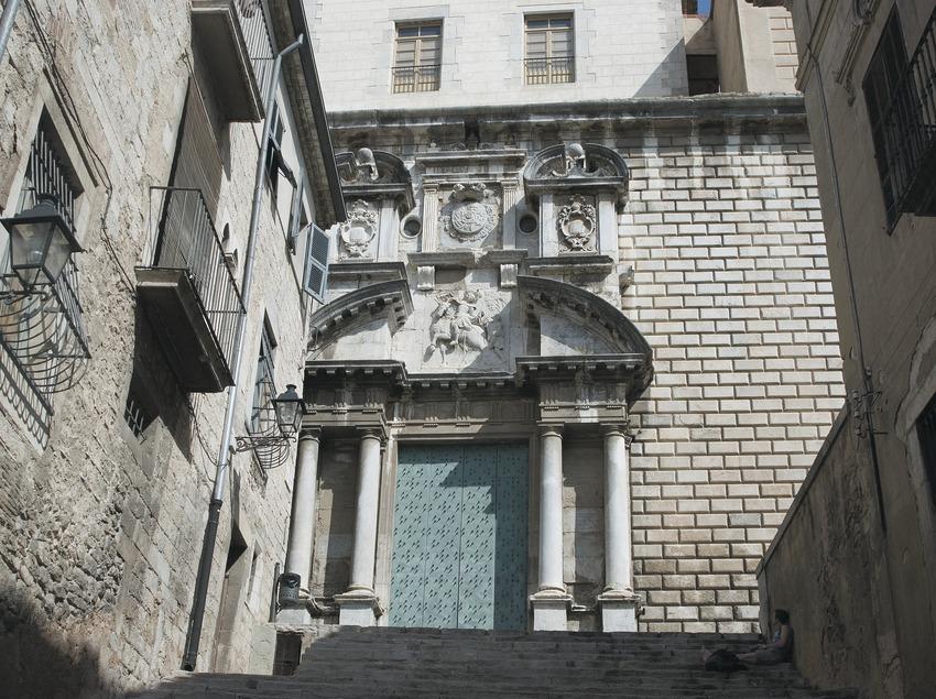 Doorway of the church of Sant Martí convent  (Servicios Editoriales Georama)
