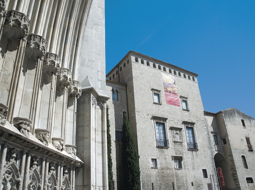 Portada de la catedral i del Museu d'Art  (Servicios Editoriales Georama)