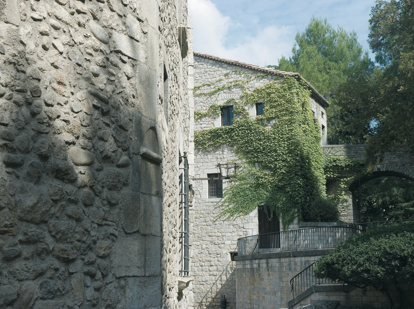 Detail of the city wall on the Passeig Reina Joana  (Servicios Editoriales Georama)