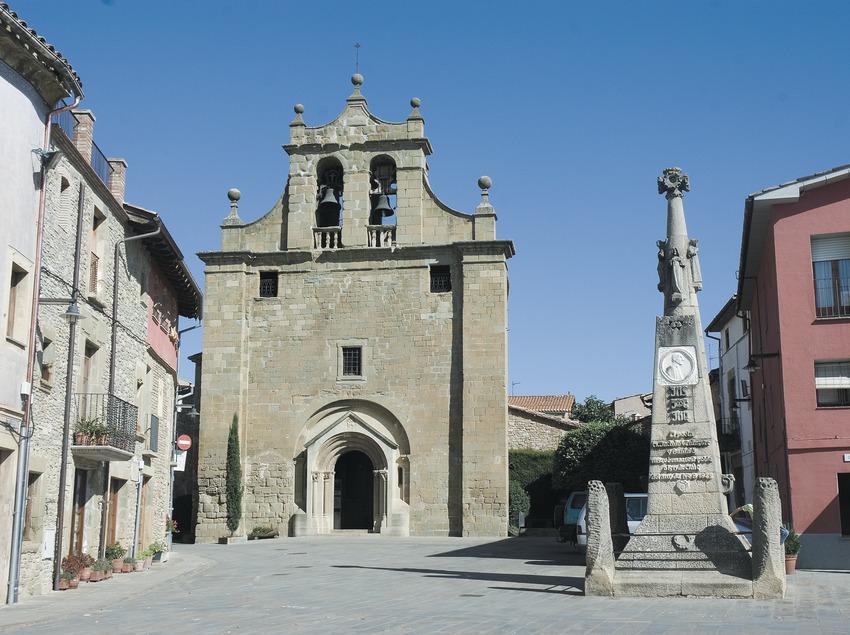Iglesia de Santa Maria y monumento a Verdaguer  (Servicios Editoriales Georama)