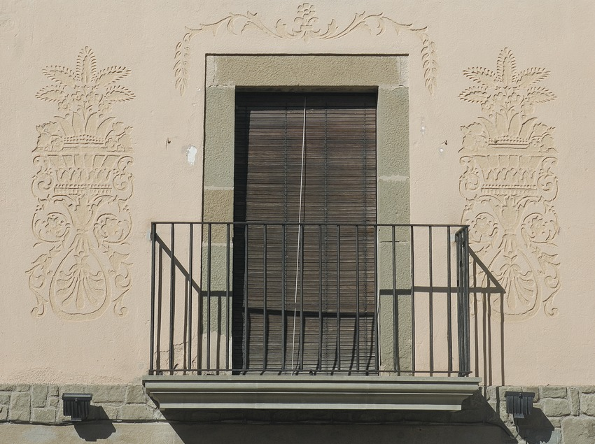 Architectural detail of a house on Mayor street  (Servicios Editoriales Georama)