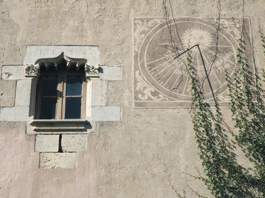 Detall arquitectònic de la façana del Museu de Can Santamaria de Raset  (Servicios Editoriales Georama)