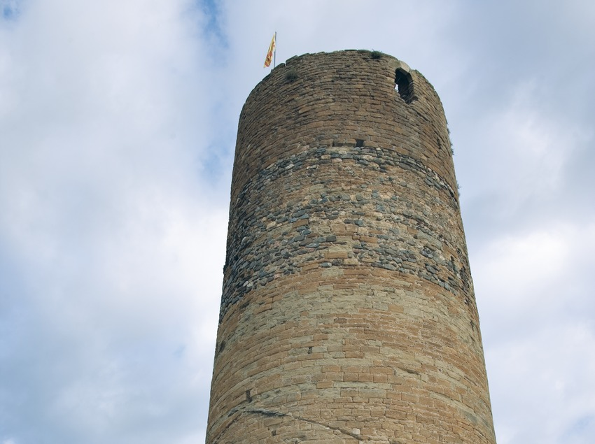 Cylindrical tower of the castle  (Servicios Editoriales Georama)