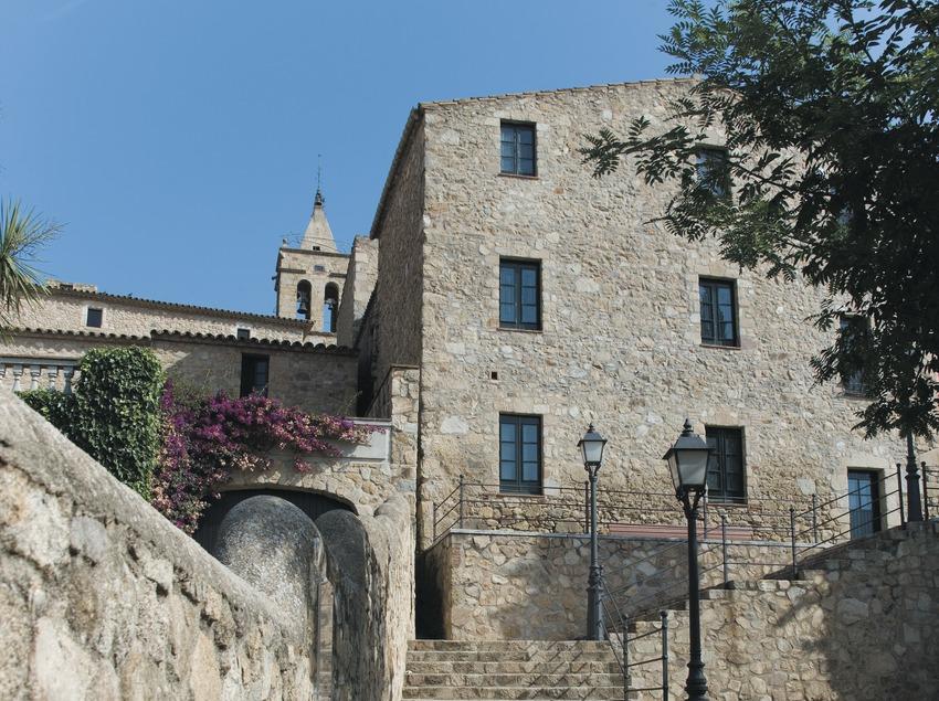 Escalier d'accès à l'église et au château de Benedormiens ou Château d'Aro  (Servicios Editoriales Georama)