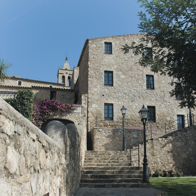 Escalera de acceso a la iglesia y castillo de Benedormiens o Castillo de Aro  (Servicios Editoriales Georama)