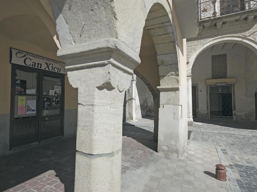 Plaça porxada  (Servicios Editoriales Georama)