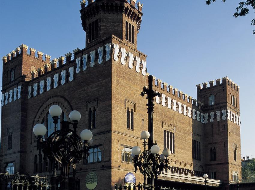 Castillo de los Tres Dragones, de Lluís Domènech i Montaner.  (Imagen M.A.S.)