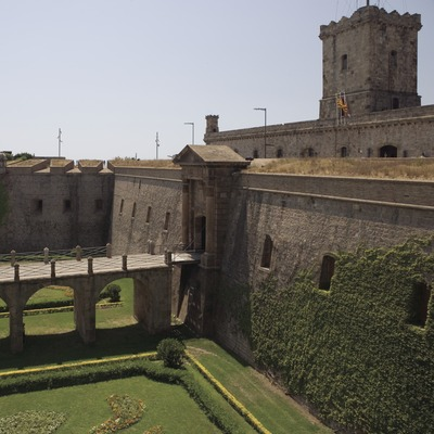 Entrance moat of Montjuïc Castle.  (Nano Cañas)