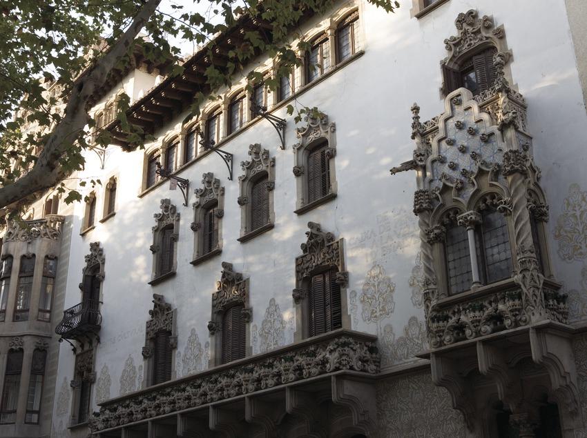 Casa Macaya, by Puig i Cadafalch.  (Nano Cañas)